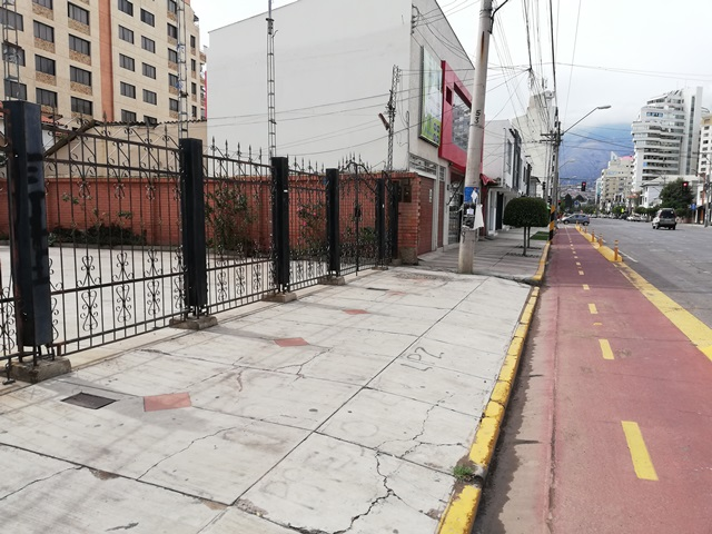 EN VENTA CASA COMERCIAL SOBRE AV. OQUENDO